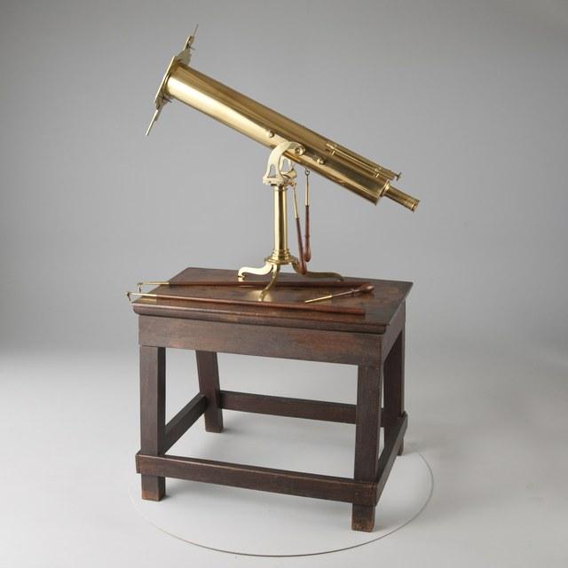 Spiegeltelescoop, naar James Gregory (1663), met heliometer