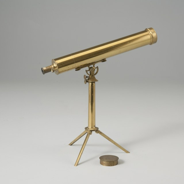 Achromatic telescope with two eyepieces