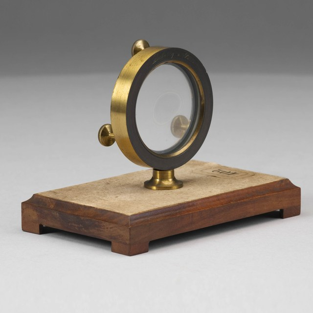 Interference rings, after Hooke and Newton