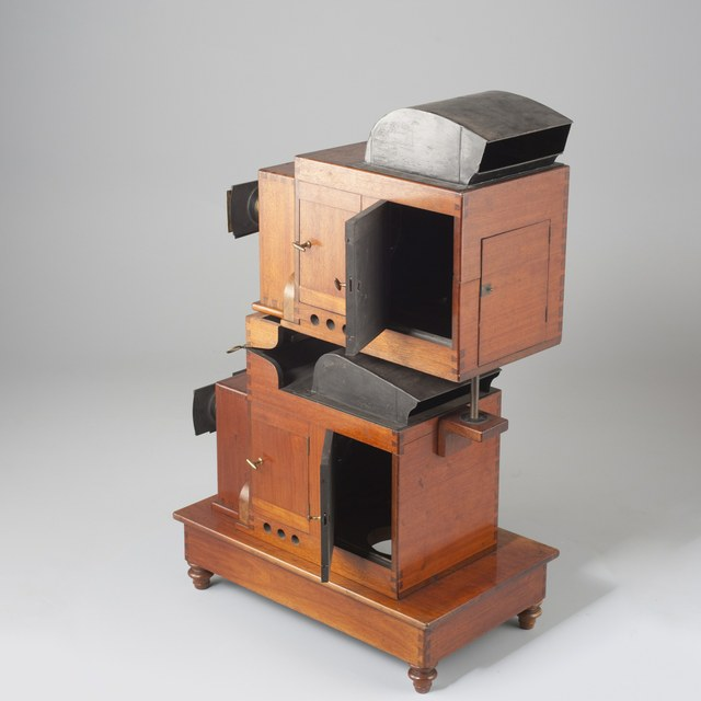 Double lantern for dissolving views No 165; Magic lantern + boxes