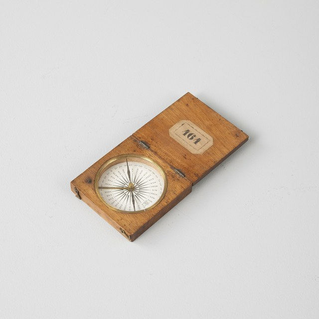 Magnetic Compass for travelling in mahogany box