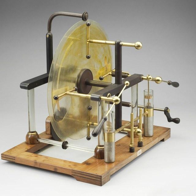 Inductive electrostatic generator, after Holtz