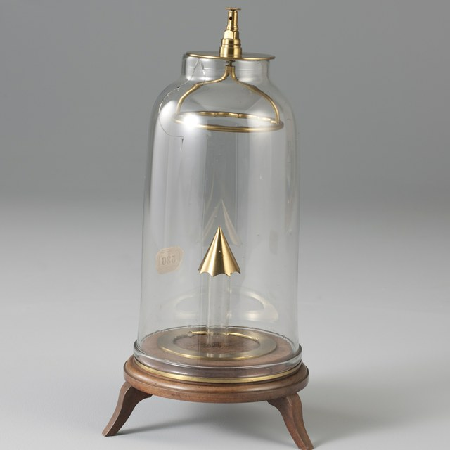 Discharge bell-jar with copper cone and ring