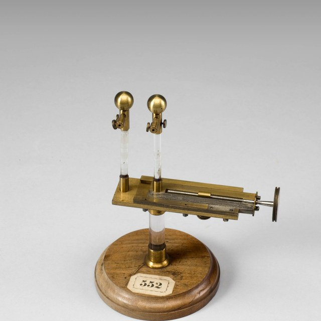 Spark micrometer; electrometer with a micrometer screw