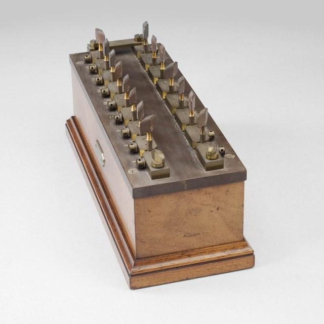 Resistance box '1536'