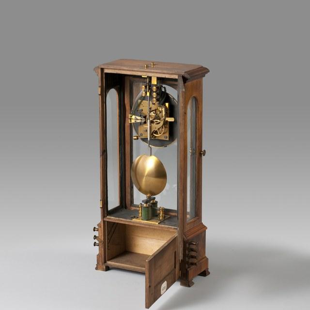 Electric pendulum clock