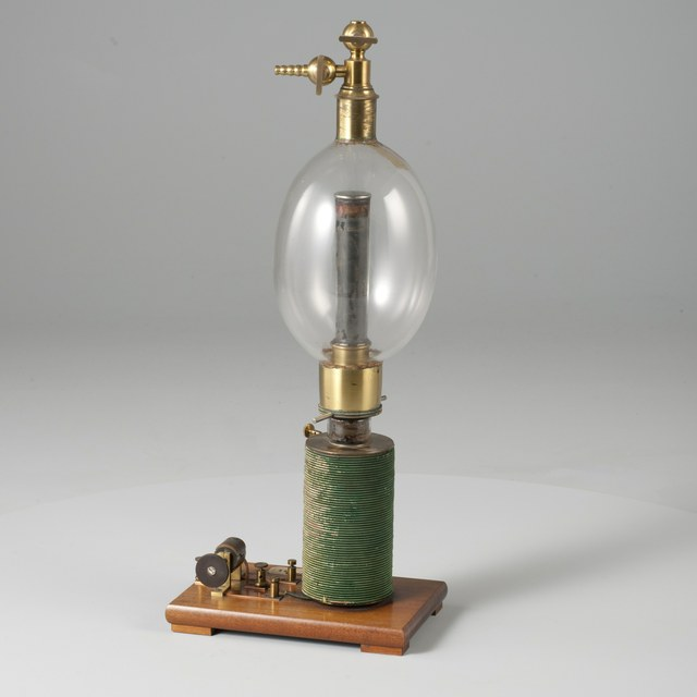 Demonstration instrument for the rotation of an electric discharge around a magnet, after Auguste de la Rive (1858)  ('an electric egg')