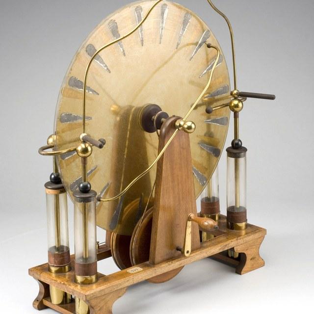 Inductive electrostatic generator, after Wimshurst