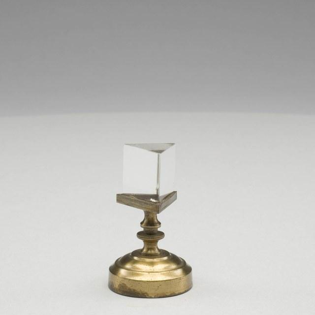 Prism of quartz glass