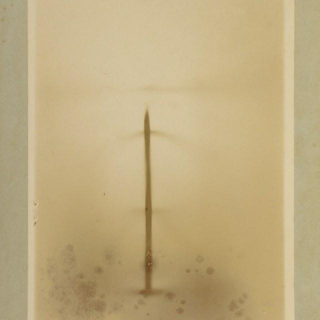Röntgenfoto door W.C. Röntgen, de invloed van een magneetveld op de X-stralen.