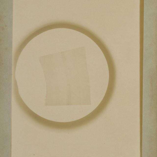 Röntgenfoto door W.C. Röntgen, aan elkaar gesoldeerde en vervolgens uitgewalste zinkplaatjes