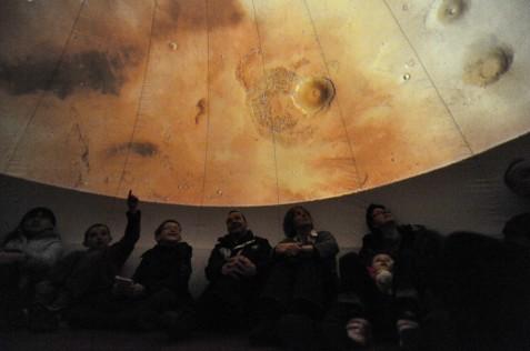 Het Nova Mobiel Planetarium is dagelijks te bezoeken in de middag t/m 4 oktober 2014.