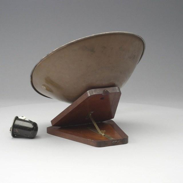 Model van een zonnecollector met stoomzuiger
