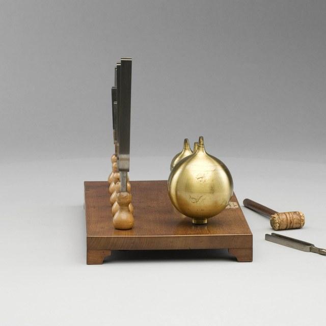 Vijf stemvorken met Helmholtz-resonatoren