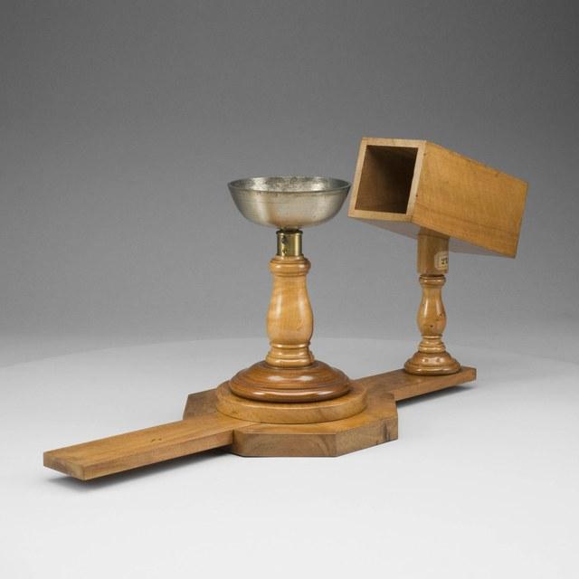 Messingen klok met houten resonator op variabele afstand