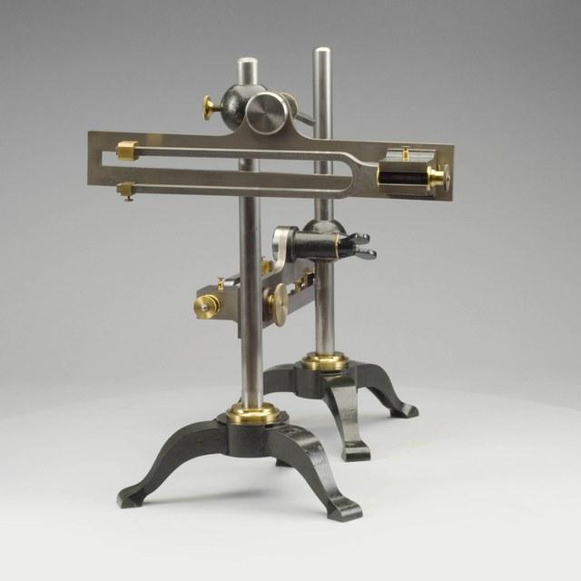 Apparaat voor het vergelijken van stemvorken, naar Lissajous