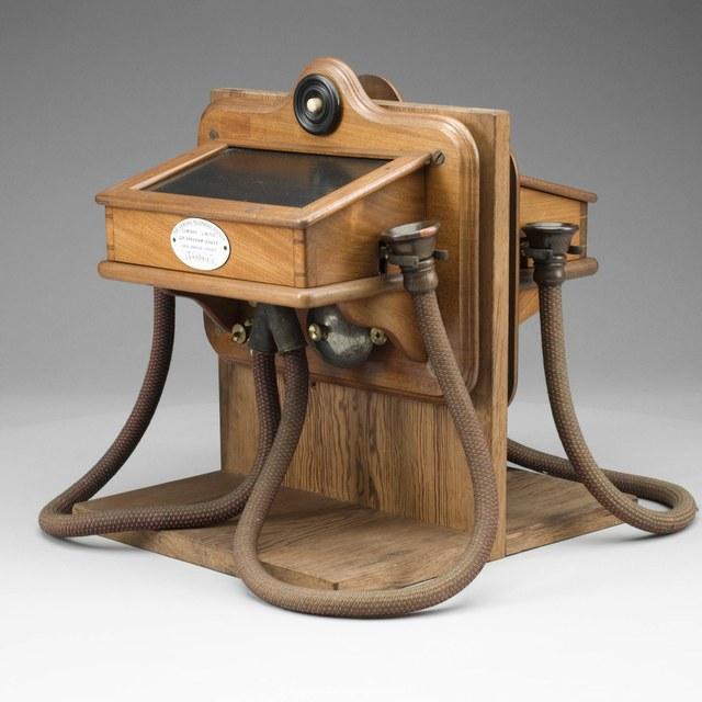Twee gekoppelde Gower-Bell telefoons
