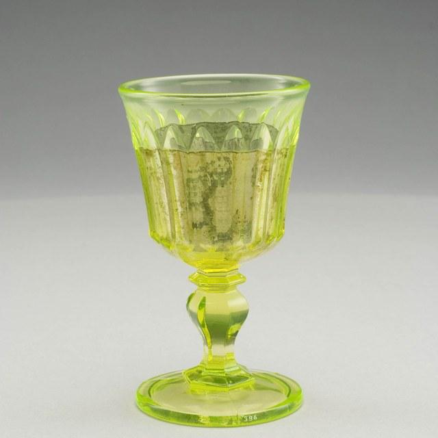 Voorwerpen van Uraanglas