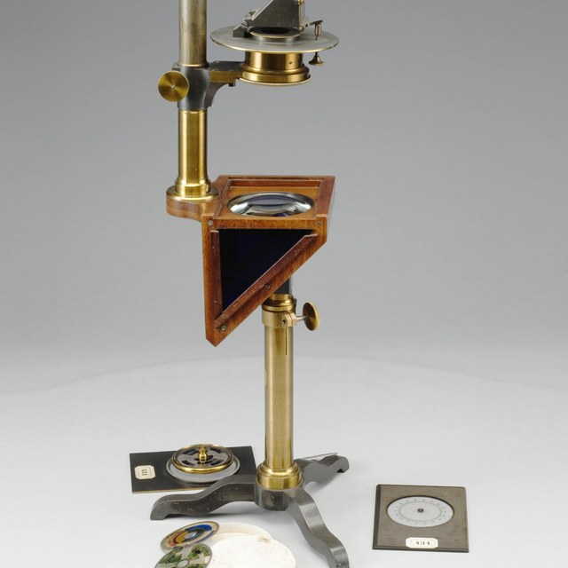 Projector voor in een horizontaal vlak te plaatsen objecten