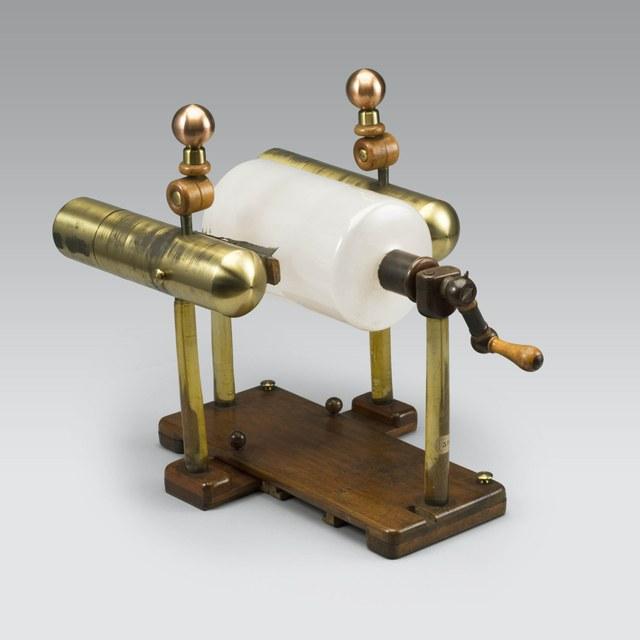 Cylinder-elektriseermachine voor elektrotherapie, naar Nairne