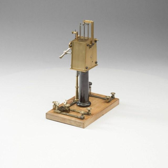 Door klokmechanisme gestuurde elektrische interruptor