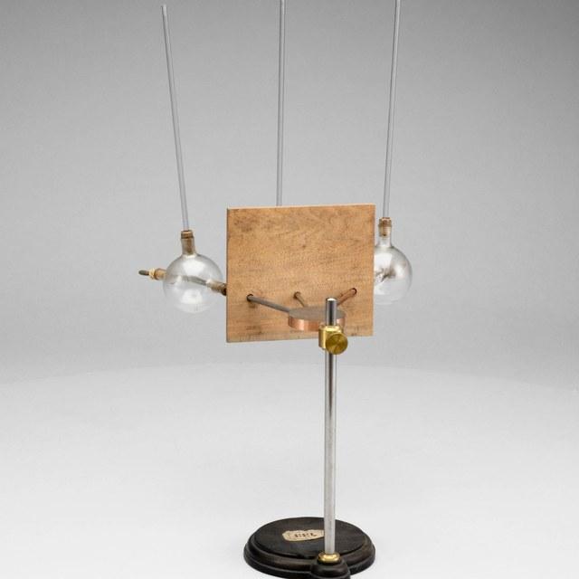 Demonstratietoestel voor het verschillend warmtegeleidingsvermogen van metalen, naar Noack