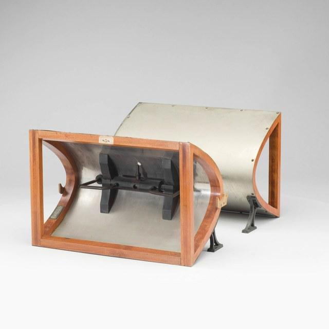 Parabolische spiegels voor de opwekking van radiogolven, naar Hertz