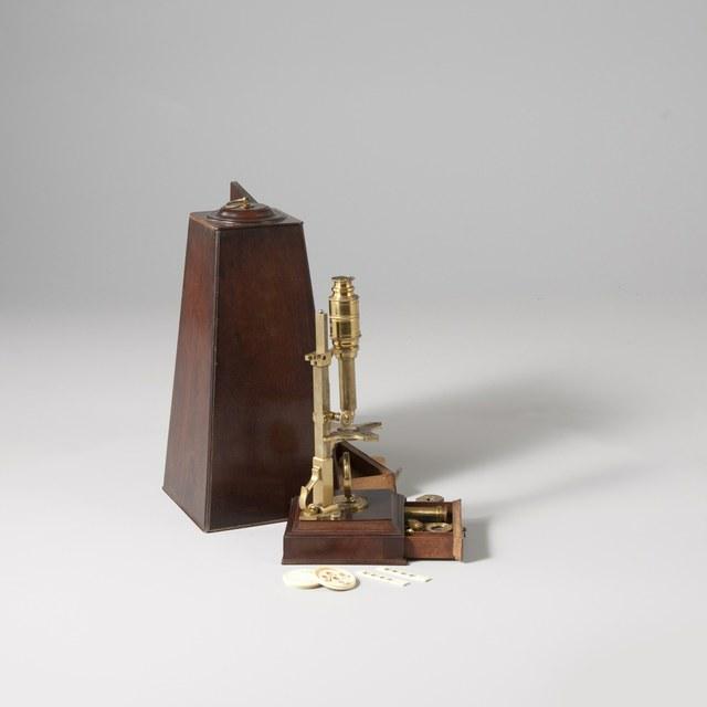 Statiefmicroscoop naar John Cuff (1744)