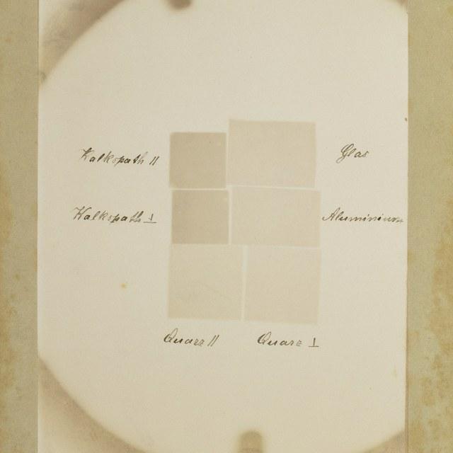 Röntgenfoto door W.C. Röntgen, verschillende mineralen, waaronder kwarts.