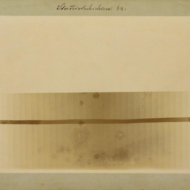 Röntgenfoto door W.C. Röntgen, plaatjes tin in verschillende dikte naast elkaar.