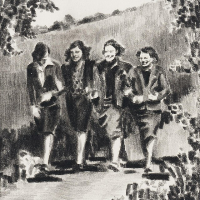 Vier jonge vrouwen wandelend over een landweg