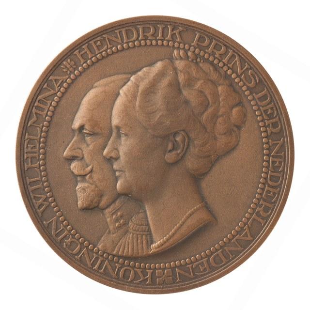 Vijfentwintigjarig huwelijk van koningin Wilhelmina en prins Hendrik.