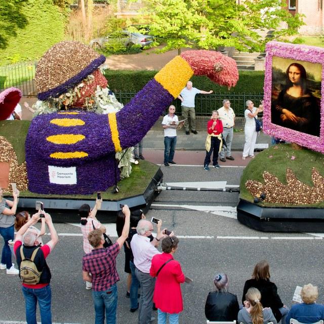 Leonardo da Vinci en Frans Hals rijden mee met Bloemencorso Bollenstreek